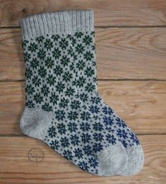 Socks - Knitted Socks - a unique product by estilina on DaWanda Knitted Gloves, Knitting Socks, Knit Socks, Knitting Projects, Knitting Patterns, Lots Of Socks, Woolen Socks, Colorful Socks, Yarn Needle