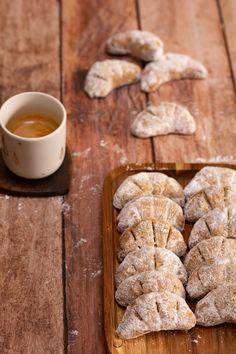 Croissants de lune aux noisettes, Click web site other content Brunch Recipes, Sweet Recipes, Snack Recipes, Dessert Recipes, Biscuit Cookies, Biscuit Recipe, Shortbread Cookies, Croissants, Delicious Desserts