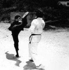 Bruce Lee-Return of the dragon Way Of The Dragon, Enter The Dragon, Little Dragon, Martial Arts Styles, Martial Arts Movies, Martial Artists, Bruce Lee Pictures, Lee Movie, Bruce Lee Martial Arts