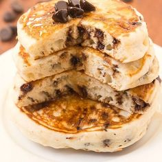 Learn how to make the best keto and low carb pancake recipe, made with coconut flour and almond flour! Fluffy, thick and vegan option included! Paleo Pancakes Coconut Flour, Best Keto Pancakes, No Flour Pancakes, Low Carb Pancakes, Almond Flour, Keto Chocolate Chips, Chocolate Chip Pancakes, Low Carb Chocolate, Flourless Chocolate