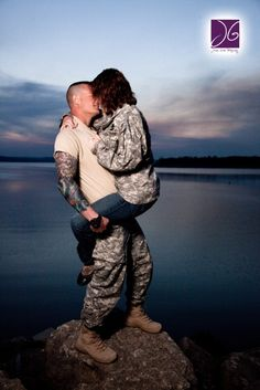GREATphoto idea for those that are in love with a military man!!