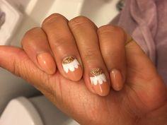 Spring flower nail art. #gelnails #glitternails #nailart #naildesign