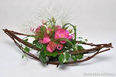 Unique Flower Arrangements, Ikebana Arrangements, Unique Flowers, Floral Centerpieces, Handmade Flowers, Art Floral, Deco Floral, Floral Design, Ikebana Sogetsu