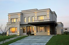 costiere Luxury homes White Exterior Houses, Classic House Exterior, Modern Exterior House Designs, Modern Villa Design, Classic House Design, Bungalow House Design, House Front Design, Dream House Exterior, Casas Country