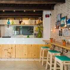Juice bar by Rodrigo Maia Arquitetura + Design. #arquitetorodrigomaia…