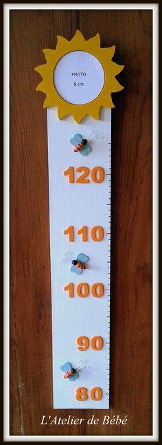 Toise en bois taupe et bleu pastel ourson avec ballons for Toise chambre bebe