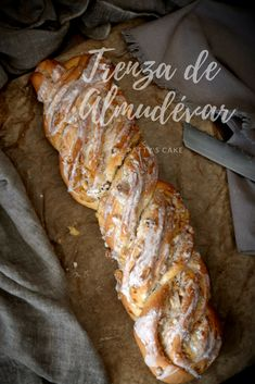 Trenza de Almudévar ~Typical Braided brioche pastry from Huesca (Spain). Recipe is also provided in English. Pastry Recipes, My Recipes, Sweet Recipes, Cooking Recipes, Best Bread Recipe, Pan Dulce, Pan Bread, English Food, Sweet Desserts