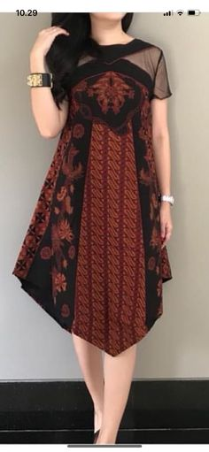 Batik Source by dress Batik Kebaya, Kebaya Dress, Dress Pesta, Long Dress Fashion, Fashion Dresses, Tutorial Tutu, Blouse Batik Modern, Dress Brokat Modern, Kebaya Modern Dress