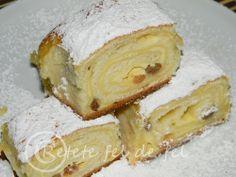 Ricotta cake and raisins Romanian Desserts, Romanian Food, Romanian Recipes, Bread And Pastries, Sicilian Recipes, Greek Recipes, Ricotta Torte, Ravioli Ricotta, Sweets Recipes