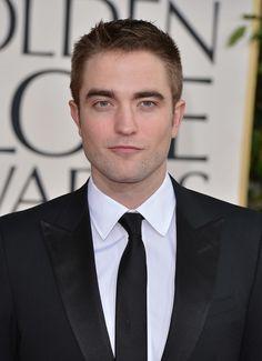 O Valentine's Day está bem próximo (14/02) e o PopSugar fez uma lista dos solteiros dos sonhos para passarmos a data. Adivinhem quem aparece nesse top 10? Robert Pattinson!
