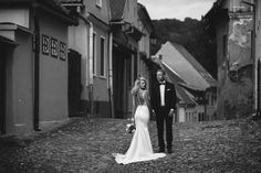 Cristina&Mihai - Love the dress - UNDPhotography by Irina Ionescu - Fotograf nunta in ConstantaUNDPhotography by Irina Ionescu – Fotograf nunta in Constanta
