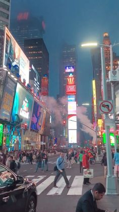 Pin by Times Square New Year's Eve on Times Square New Year's Eve [Video] in 2020 City Aesthetic, Aesthetic Videos, Travel Aesthetic, Aesthetic Clothes, New York City Vacation, New York City Travel, Nyc Go, Voyage New York, Destination Voyage