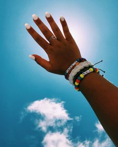 Hair and beauty summer vibes nails accessories in 2019 маник Summer Bracelets, Cute Bracelets, Beaded Bracelets, Nail Jewelry, Cute Jewelry, Jewellery, Cute Nails, Pretty Nails, I Need Vitamin Sea