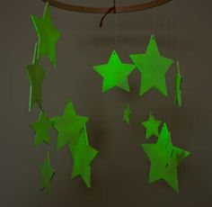 DIY Glow in the Dark Star Mobile! I don't have a kid, but I would love it for me! =D