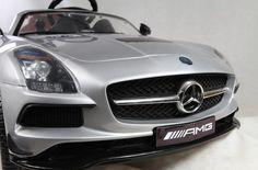 MiPetiteLife.es - Mercedes-Benz SLS 12V Gris. El Mercedes-Benz SLS de 12V tiene una espectacular línea deportiva con carrocería pintada, asiento de cuero, apertura de puertas, maletero, mando parental de 2.4GHz, doble motor, volante electrónico, suspensión, palanca de encendido de luces, luces en ruedas, etc. www.MiPetiteLife.es
