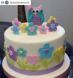 FELIZ CUMPLE . ESTA TORTA ES DE #LASTORTASDENANA PERO YO LA TOMO COMO MIA FELIZ CUMPLE MIS NIÑAS Holiday Cakes, Holiday Desserts, Owl Cakes, Cupcake Cakes, Ben 10 Cake, Artist Cake, 4th Birthday Cakes, Just Cakes, Cake Decorating Techniques