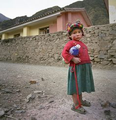 Indigenous Quechua people in the Sacred Valley of the Incas, Peru #ICAartists#art#photography#Peru