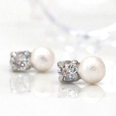 Dear Customers!  Hello! Finally comfortable and elegant invisible clip on earrings are released from Japan!!  ◆Material: Cotton pearl -Cotton pearls