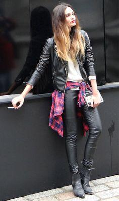 street-style-jaqueta-couro-look-camisa-xadrez