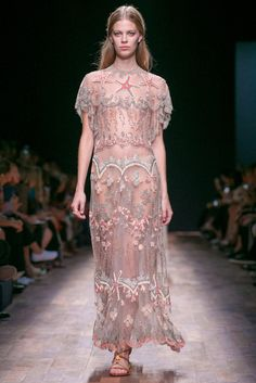 A look from the Valentino Spring 2015 RTW collection.