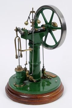 Lot 922 - A scale model of a Benson vertical steam engine, with single cylinder, Idler, 20 cm diameter