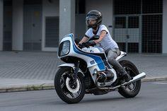 L'assoluta valorizzazione della BMW R100 RS: un design futuristico per la gioia di tutti gli appassionati delle cafe racer del marchio dell'elica.