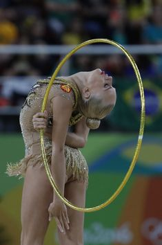 Russia's Yana Kudryavtseva competes in the individual all-around of the Rhythmic Gymnastics at the Olympic Arena during the Rio 2016 Olympic Games in Rio de Janeiro on August 20, 2016. / AFP / Thomas COEX