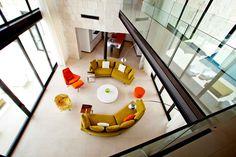 70 moderne, innovative Luxus Interieur Ideen fürs Wohnzimmer - grasgruene orange moebel modern einrichtung wohnzimmer