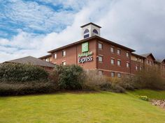 Exeter Holiday Inn Express Exeter United Kingdom, Europe Stop at Holiday Inn Express Exeter to discover the wonders of Exeter. Both business travelers and tourists can enjoy the hotel's facilities and services. To be found at the hotel are free Wi-Fi in all rooms, 24-hour front desk, facilities for disabled guests, car park, meeting facilities. Television LCD/plasma screen, non smoking rooms, air conditioning, heating, desk can be found in selected guestrooms. The hotel offers...