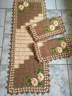 Crochet Kitchen Rug: Sets of Rugs and Walkthroughs Granny Square Häkelanleitung, Granny Square Crochet Pattern, Crochet Flower Patterns, Crochet Flowers, Knitting Patterns, Crochet Kitchen, Crochet Home, Kitchen Rug, Crochet Tablecloth