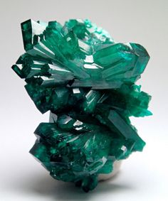 Minerals and Crystals — Dioptase Bowtie - Kaokoveld Plateau, Namibia Types Of Crystals, Stones And Crystals, Gem Stones, Minerals And Gemstones, Rocks And Minerals, Crystal Kingdom, Beautiful Rocks, Mineral Stone, Rocks And Gems