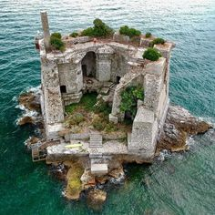 Man's Impact on the Environment Torre Scola Scola, Palmaria, Porto Venere, La Spezia, Italy Credits: Norbert Frroku The Scola Tower - or tower of St. John the Baptist - is a former military building. Abandoned Castles, Abandoned Mansions, Abandoned Buildings, Abandoned Places, The Places Youll Go, Places To Visit, Beautiful World, Beautiful Places, Beautiful Ruins