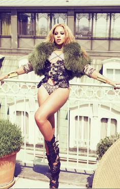 Beyonce Covers 'Jones' Magazine's Winter Issue Beyonce shows off her gorgeous gams on the cover of Jones' Winter Arts & Entertainment issue. Estilo Beyonce, Beyonce Style, Beyonce Body, Looks Instagram, Aurelie Bidermann, Idol, Mrs Carter, Star Wars, 1 Live