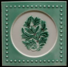 Faienceries de Bouffioulx - Art Nouveau tile with a plant in a circle