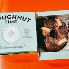 #도넛 #도넛타임 #시티 #쵸코도넛 #아들스타그램#doughnuttime 항상 줄이 길게서있는 유명한집 맛은 모름 아들래미랑 조카것만 삼 ㅋㅋ 아들말이 진짜맛있다고 했으니 맛있나보다ㅋ http://www.butimag.com/도넛타임/post/1483651126406196759_1207422866/?code=BSW_Na4DK4X