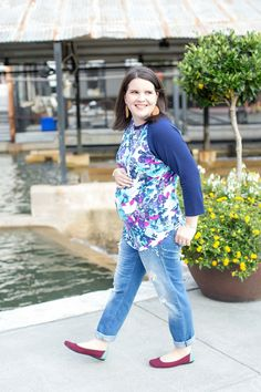LulaRoe Randy tee, distressed boyfriend jeans, Root Collective shoes | Maternity Fashion & Style