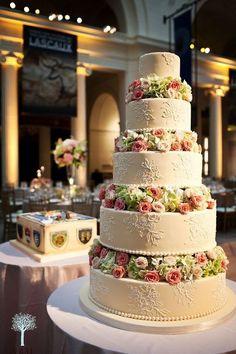 Classic sugar lace wedding cake / http://www.himisspuff.com/beautiful-wedding-cakes-for-your-wedding/28/