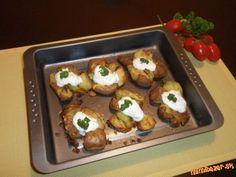 Rozbité zemiaky ♥ ♥ ♥ Baked Potato, Sushi, Potatoes, Baking, Ethnic Recipes, Food, Potato, Bakken, Essen