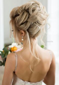 Wedding Hairstyle : Featured Hairstyle: Elstile; www.elstile.ru; Wedding hairstyle idea.