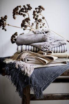 Zara Home – Debi Treloar – Photographers Casa Magnolia, Fabric Photography, Product Photography, Photography Ideas, Zara Home Collection, Slow Living, Linen Bedding, Bed Linens, Bedding Sets