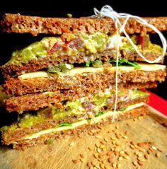 Sandwich végétarien à étages / Vegetarian Club Sandwich / Sándwich Triple Vegetariano