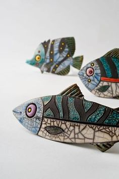 Raku fish by Julian Smith . Drawing idea: giant brightly colored fish, normal sized diver/swimmer for scale? Pottery Animals, Ceramic Animals, Clay Animals, Fish Sculpture, Pottery Sculpture, Sculptures, Clay Fish, Raku Pottery, Arte Popular