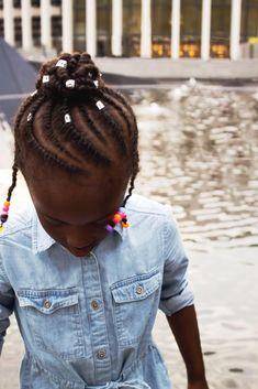 Quand ma fille accepte de jouer au mannequin 😍  Inspiration coiffure pour le début des classes Coiffure protectrice pour enfant Jouer, Mannequin, Curls, Dreadlocks, Hair Styles, Inspiration, Beauty, Fashion, Daughter