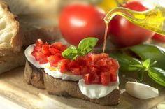 Bruschetta, czyli gorąca grzanka z pomidorami i bazylią