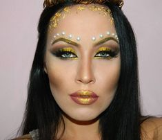 Our gorgeous Greek Golden Goddess makeup tutorial for Halloween is the perfect fit for you, if you aim to turn yourself into the ultimate queen of the party! Holiday Makeup, Halloween Face Makeup, Makeup Geek, Eye Makeup, Skull Makeup, Greek Goddess Makeup, Goddess Halloween, Mauve Lipstick, Gold Eyeliner