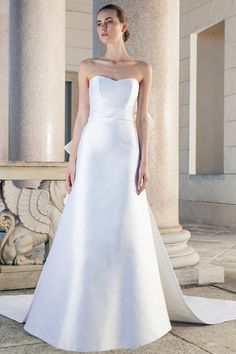 wedding dress of silk with sweetheart neckline and beautiful Train of Giuseppe Papini