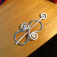 Sturdy DECORATIVE BROOCH Hair Pin or Shawl Pin made with Wire Wrapped Jewelry, Wire Jewelry, Jewlery, Handmade Jewelry Designs, Handmade Wire, Hair Clasp, Shawl Pin, Gilets, Beads And Wire