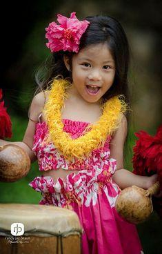Cute little keiki! Kids Around The World, We Are The World, People Around The World, Precious Children, Beautiful Children, Beautiful Babies, Beautiful Smile, Hawaiian Girls, Hula Dancers