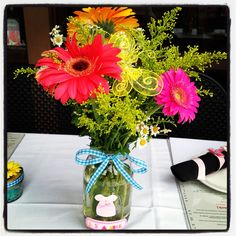 Mason jars make the perfect vase for a garden themed party or shower. Starbucks Bottles, May Garden, Party Themes, Party Ideas, Grandma Birthday, Picnic Ideas, Vintage Theme, Retirement Parties, Work Party