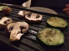 Gemüse auf der Platte - Raclette vegan Raclette Vegan, Zucchini, Vegan Recipes, Vegetables, Food, Party, Vegane Rezepte, German, Chef Recipes